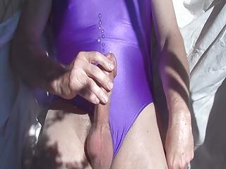 дрочит на женский купальник сперме это всех разные